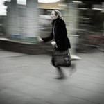 siető ember képe